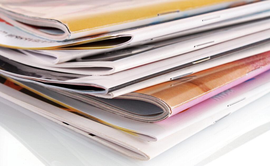 Ejemplo de revistas con encuadernación grapada.