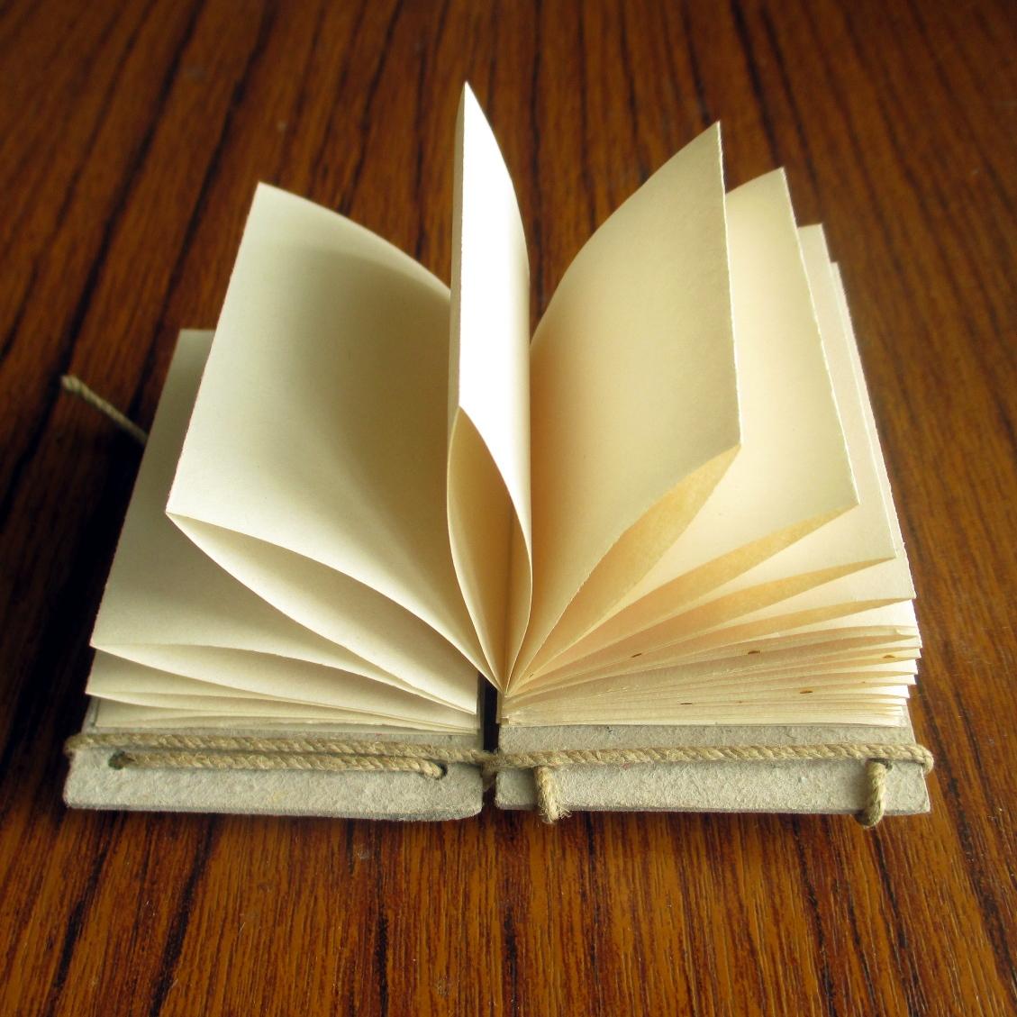 Encuadernación en acordeón para libros.