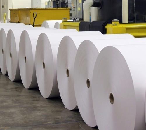 Bobinas de papel prensa para impresión.