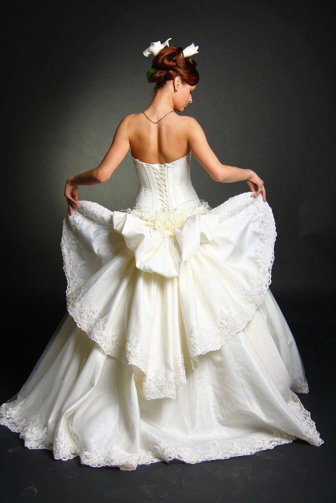 O simbolismo associado com a cor branca nos casamentos
