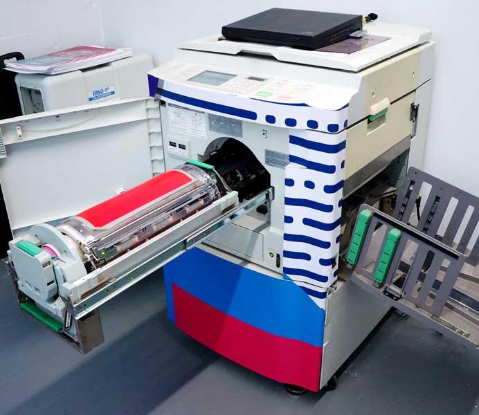 Maquina de impresión para risografía o Riso.