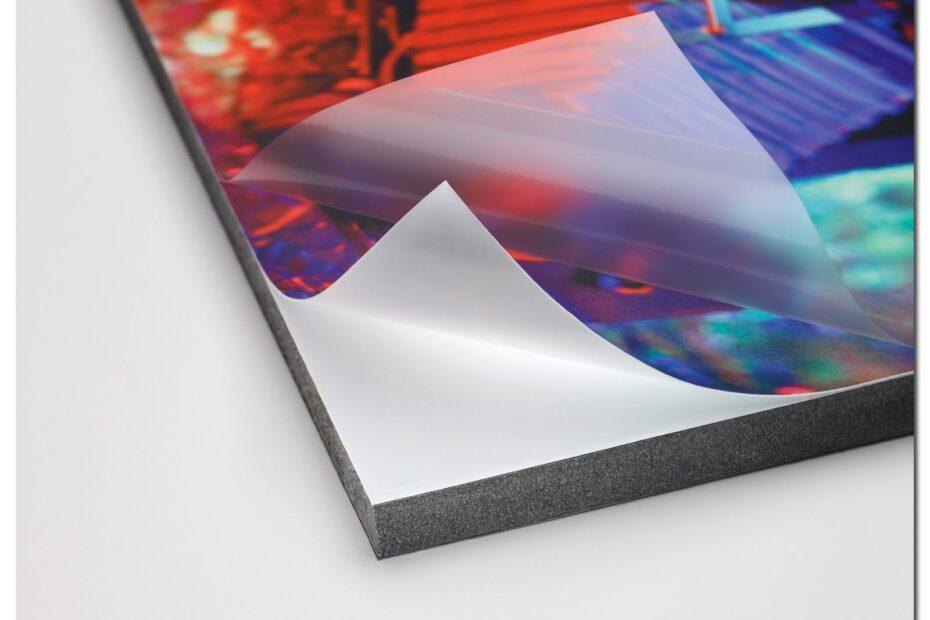 Proceso de glasofonado o laminado para impresión.